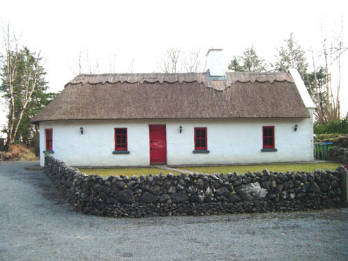 Cottage spotting traditional thatched cottage co clare for Traditional irish cottage plans