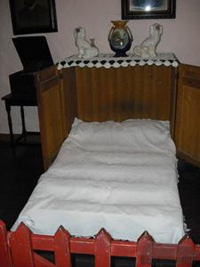 Irish Cottage Press Bed