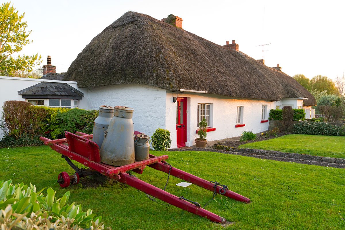 Irish cottage pictures cottage images gallery cottageology for Adare house