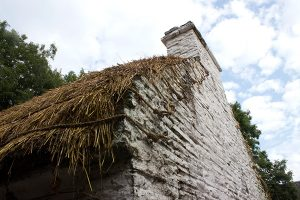 irish-cottage-thatched-roof-construction