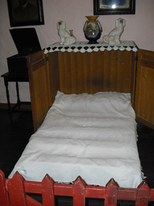 Irish Cottage Press Bed